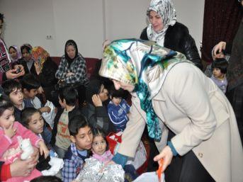 Yakamoz Eğitim Derneği, depremzede Afganlı aileleri unutmadı