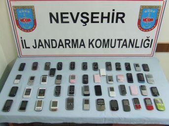 Nevşehir'de kaçak cep telefonu ve esrar ele geçirildi