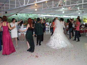 Neşet Ertaş'ın Tahtına Aday Gösterilen İsmail Altunsaray Evlendi