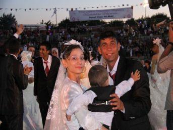Roman Çiftler Toplu Nikah Töreniyle Mutluluklarını Pekiştirdi