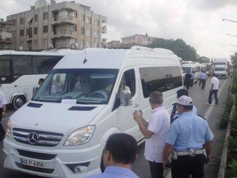 Eylem Yapan Servisçiler D-100 Karayolu'nu Trafiğe Kapattı