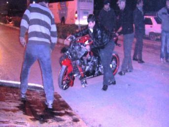 Alaşehir'de Trafik Kazası: 3 Yaralı