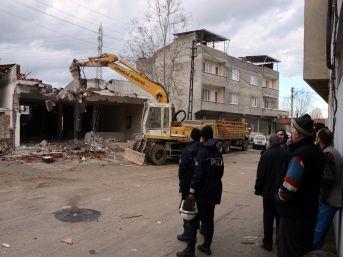 Osmangazi'de Kaçak Bina Yıkımları Sürüyor