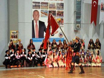 Kemalpaşa Belediyesi Koreografi İle Köy Düğünlerini Canlandırdı