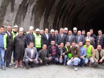 Gümrük Ve Ticaret Bakanı Hayati Yazıcı Cankurtaran Tüneli İnşaatında İncelemelerde Bulundu