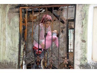 Bebeğini Alvelerden Kurtarırken Yanan Anne Yardım Bekliyor