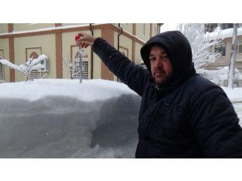 Ekipler Temizliyor Kar Yağışı Dolduruyor