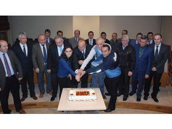 Belediye Personelinden, Başkan Arslan'a Doğum Günü Sürprizi