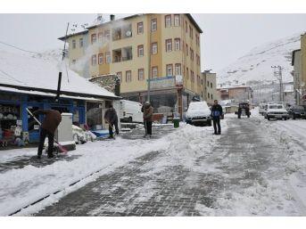 Gürün'de Karla Mücadele Çalışmaları Sürüyor