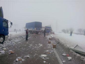 Afyonkarahisar-antalya Karayolu Zincirleme Trafik Kazası Nedeniyle Trafiğe Kapandı