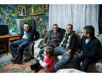Tiyatrocu Tanülkü'den Engelli Muhammed'e Destek