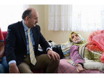 Sağlık Bakanı Müezzinoğlu'ndan Hasta Ziyareti