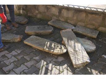 Osmanlı Dönemine Ait Mezar Taşları Müzeye Taşındı