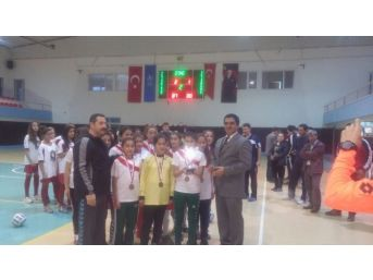 Adana'da Okullarası Yıldız Kızlar Futsal Müsabakaları
