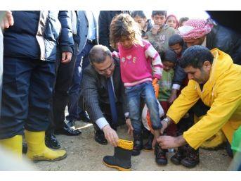 Çelikcan'dan Sığınmacılara Ziyaret