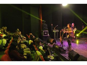 Kuşadası'nda Necati Ve Saykolar Konseri