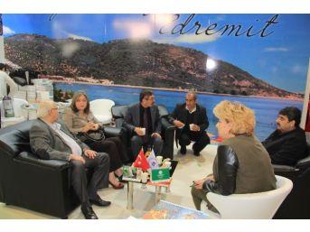 Filistin Kültür Ve Turizm Bakanı Ma'ayah Edremit Standını Ziyaret Etti