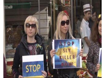Türkiye'de Yaşayan Ukraynalılar Rusya'yı  Protesto Etti