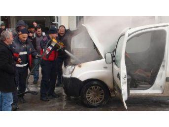 Kars'ta Park Halindeki Araç Yandı