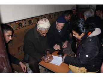Muş'ta Öcalan'ın Özgürlüğü İçin İmza Toplandı