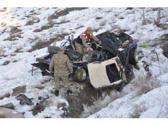 Otomobil 150 Metre Sürüklenip Tarlaya Uçtu: 4 Yaralı