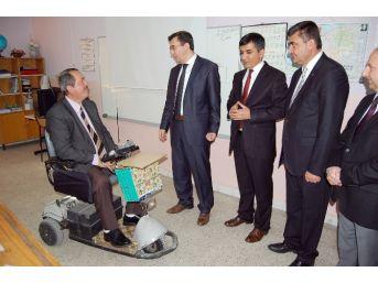 (özel Haber) Engelli Öğretmen, Öğrencilerine Karnelerini Dağıttı