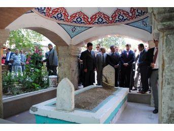 Davutoğlu'nun Ziyaret Ettiği Mezar Şimdi Bu Halde