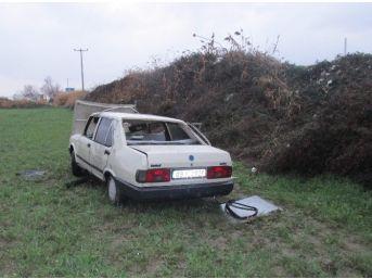 Otomobil Ekin Tarlasına Uçtu, Yolcular Hastaneye Kaldırıldı