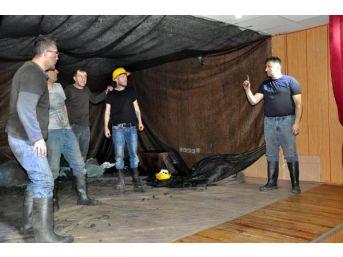 Mahkumlar Cezaevinde Tiyatro Kurdu