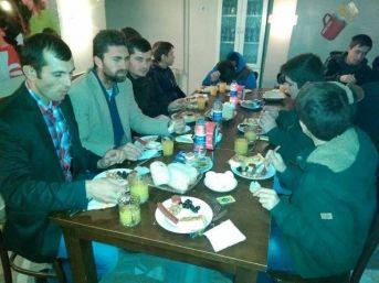 Cami Cemaatine Sabah Namazından Sonra Kahvaltı