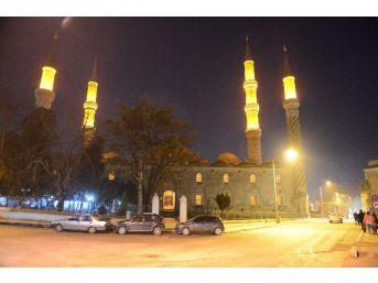 Edirne'de Tarihi Camii Aydınlatıldı