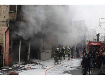 Ayakkabı Atölyesinde Çıkan Yangın Korkuttu