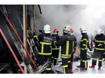 Ayakkabı Imalathanesinde Çıkan Yangın Paniğe Neden Oldu