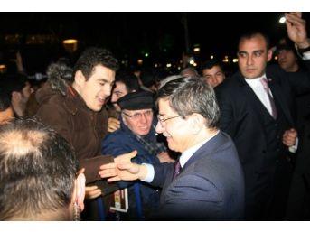 Başbakan Davutoğlu İzmir Valiliğini Ziyaret Etti