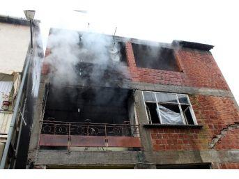 Benzinle Sobayı Yakmak İsterken Evi Ateşe Verdi