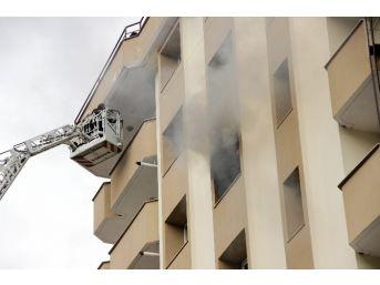 Kocaeli'de Öğrenci Yurdunda Yangın Paniği