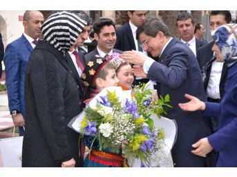 Başbakan Davutoğlu, Manisa Valiliğini Ziyaret Etti