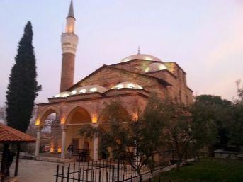 Tarihi Camiye Büyükşehir Eli Değdi