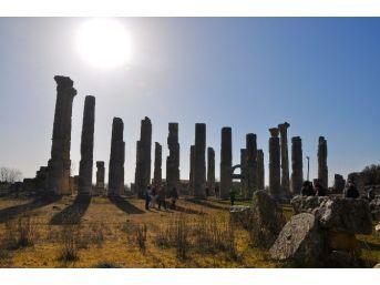 Gezginlerin Uğrak Yeri: Uzuncaburç Antik Kenti