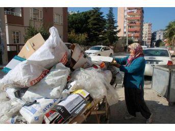 Torununa Süt Alabilmek Için Çöplükten Kağıt Topluyor