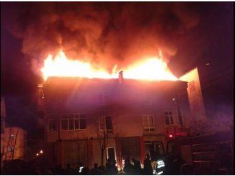 Çatı Yangını Korku Ve Paniğe Sebep Oldu