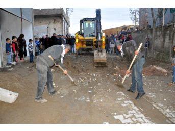 Cizre'de Mahallelere Kazılan Hendekler Kapatılmaya Başlandı