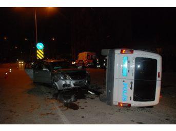Otomobil Polis Aracına Çarptı: 4 Yaralı