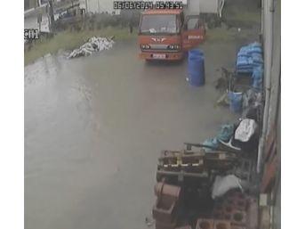 Sel Felaketinin Güvenlik Kamera Görüntüleri Ortaya Çıktı