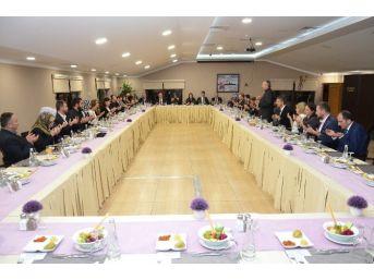 Düzce Belediyesi Meclisinden Aile Yemeği