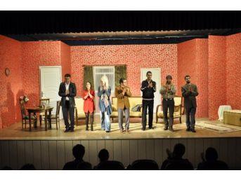 Düzce'de Tiyatroya Yoğun İlgi