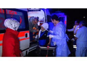Servis Minibüsü, Kamyonete Arkadan Çarptı: 16 Yaralı