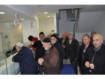Kırırkale'de Bir Grup Emekli Bank Asya'ya Para Yatırdı