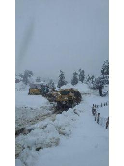 Adana'da Köy Yollarında Karla Mücadele