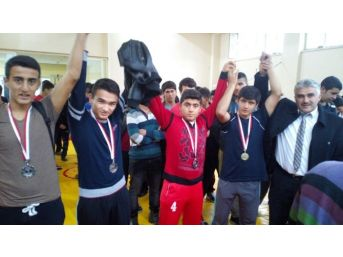 Adana'da Okullarası Gençler Grekoromen Güreş İl Birinciliği